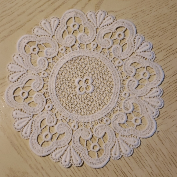 Vintage Yellow /& Cream Crochet Lace Doily Placemat